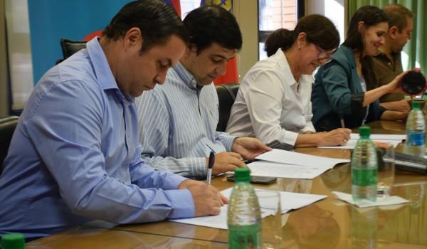 La Municipalidad de Posadas rubricó un convenio con la Universidad Gastón Dachary y AMHBRA