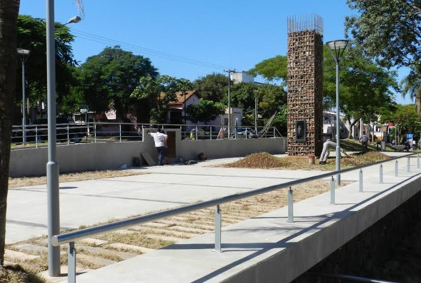 """Puesta en valor Plazoleta Reforma Universitaria. Monumento a la Memoria, la Verdad y la Justicia. Anfiteatro Ernesto """"Che"""" Guevara. Posadas, Misiones"""